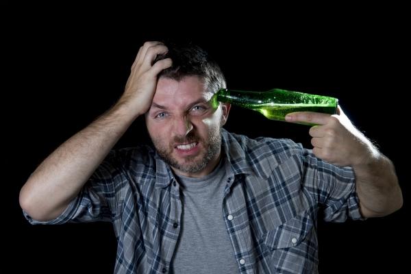 Симптомы и лечение пивного алкоголизма у мужчин