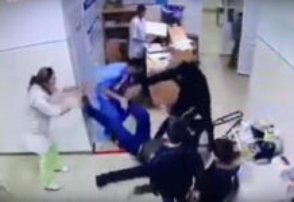 В больнице Карачаево-Черкессии подрались пациент с костылями и врач