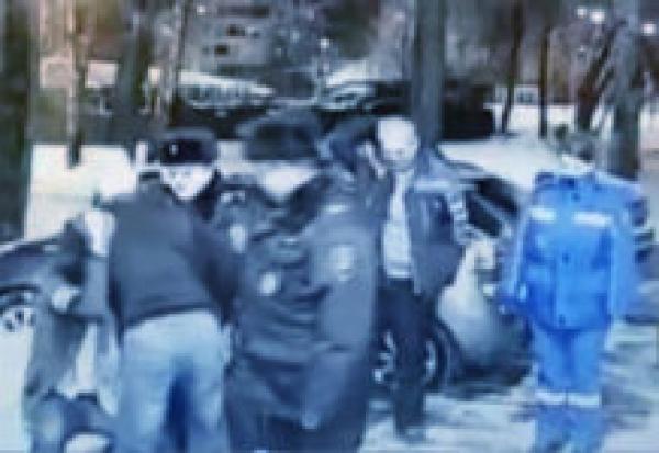 В Москве пьяный дебошир избил сотрудника
