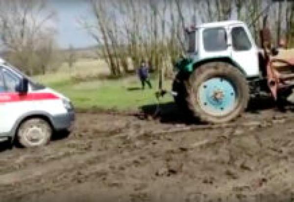 В Ростовской области умер пациент, по дороге к которому «скорая» застряла в грязи